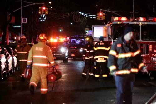 New York, brucia un intero palazzo nel Bronx 2