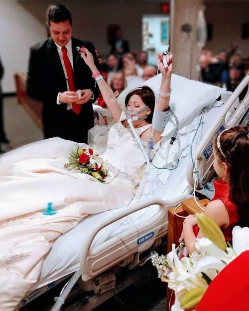 Malata di cancro muore 18 ore dopo il suo matrimonio
