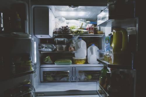 Frigorifero e cibo: errori di conservazione e come evitarli