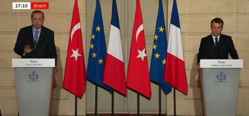 A Parigi tra le polemiche, Erdogan minaccia la stampa francese