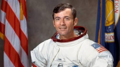 Morto John Young, uno degli astronauti a sbarcare sulla Luna