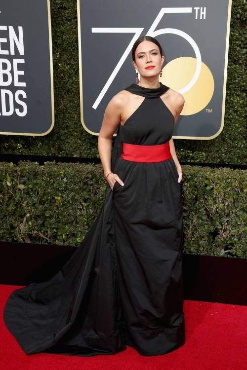 Golden Globe 2018, star in nero sul red carpet 8