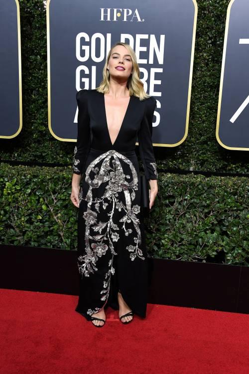 Golden Globe 2018, star in nero sul red carpet 11