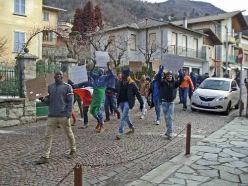 """Un comune nel Lecchese assediato dagli immigrati. E la Lega: """"Siano espulsi"""""""