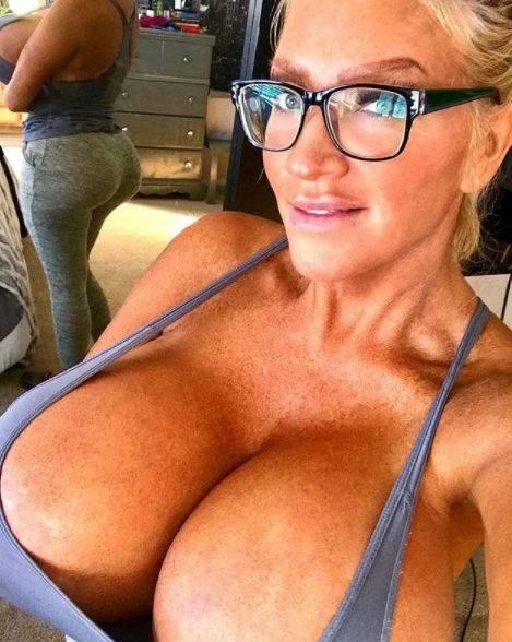 Allegra Cole, le immagini più sexy 3