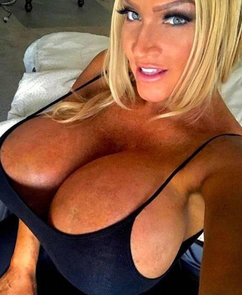 Allegra Cole, le immagini più sexy 15