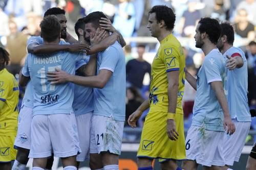 Serie A, la Lazio spazza via il Chievo e si prende il terzo posto. La Samp batte la Fiorentina