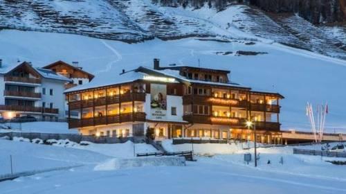 "Alto Adige, cento persone evacuate da un albergo: ""A rischio valanghe"""