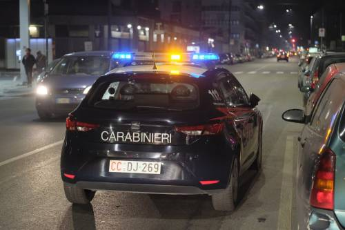 """Milano, sprangate a un passante. Un testimone: """"L'ha colpito anche da terra"""""""