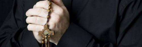 """Chiesa, scandalo chat erotiche: """"Facciamo sesso nel convento"""""""