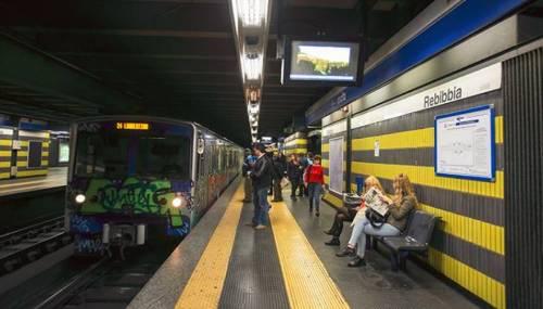 Roma, esplosioni e scintille: panico sulla Metro B