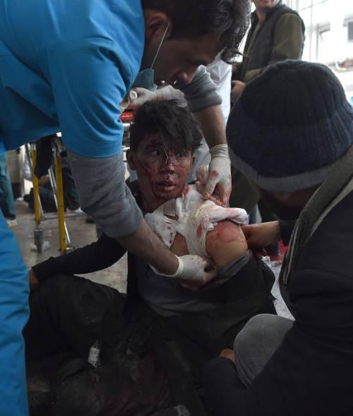 I feriti nell'attentato di Kabul 8