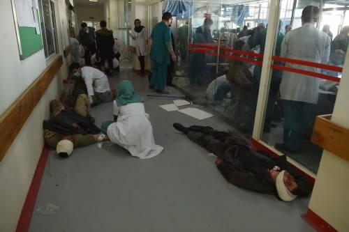 I feriti nell'attentato di Kabul 12