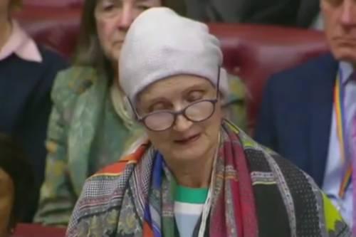 """""""Ho il cancro ma non ho paura"""". Commuove il discorso dell'ex ministro laburista"""