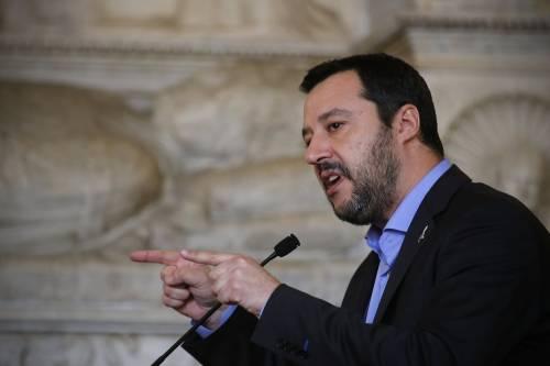 """Salvini: """"Invasione di migranti porta allo scontro sociale"""""""