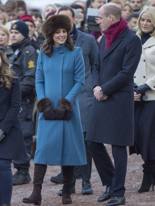 Kate middleton indossa lo stesso cappotto di lady diana - Prenatal porta di roma ...