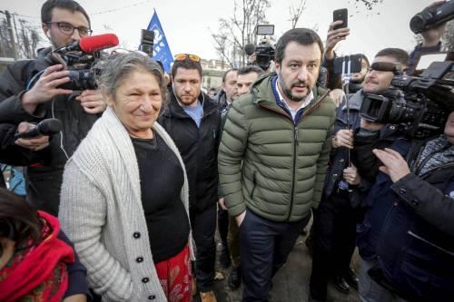 Torino, Salvini circondato dai bambini rom 10