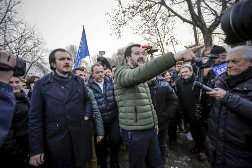 Torino, Salvini circondato dai bambini rom 12