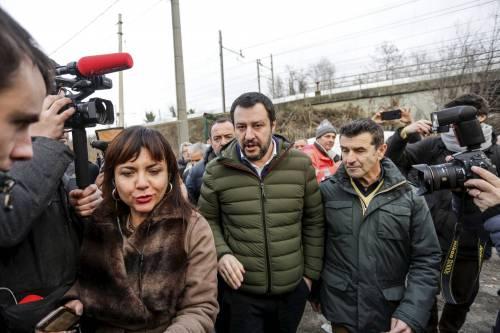 Torino, Salvini circondato dai bambini rom 14