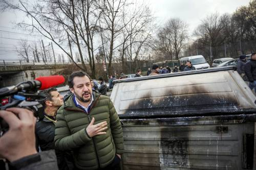 Torino, Salvini circondato dai bambini rom 15