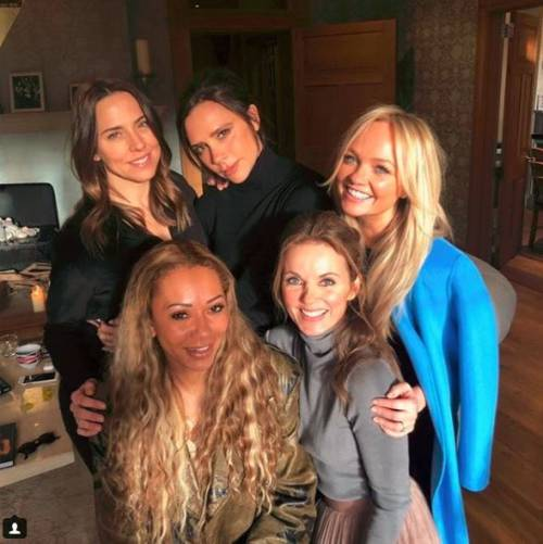 Le Spice Girls sono tornate: la foto di gruppo con il manager