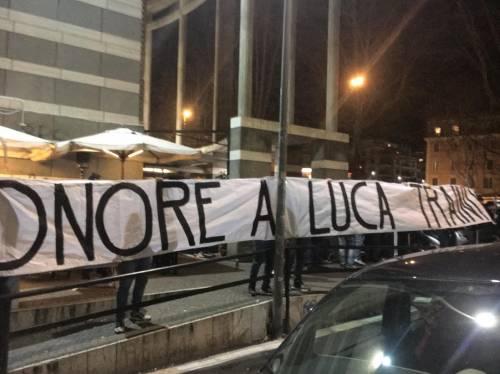 """Striscione a Ponte Milvio: """"Onore a Luca Traini"""". E l'Anpi attacca: """"Vergogna"""""""