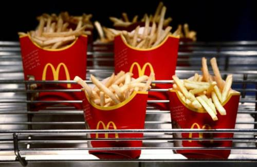 Le patatine sono fredde e spara al McDonald's