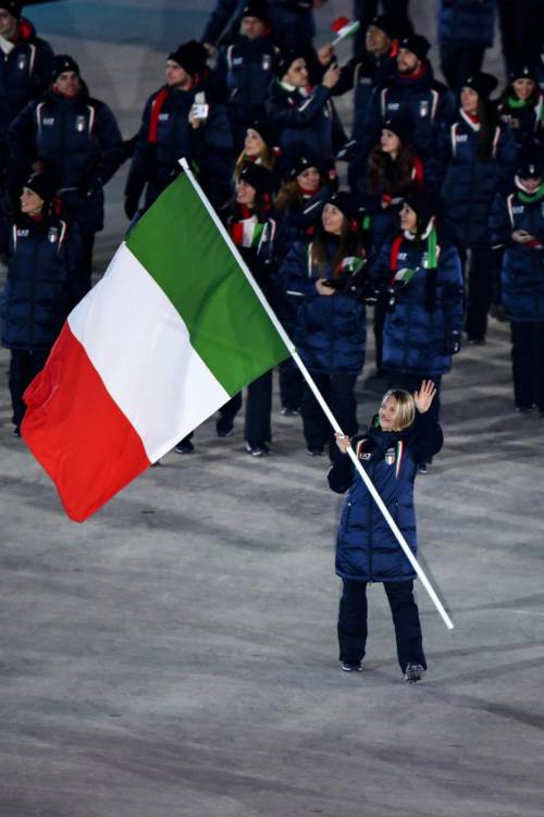 A PyeongChang sfila la bandiera dell'Italia 3