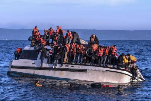 Salvano migranti naufraghi a Lesbo, ora rischiano 10 anni di carcere