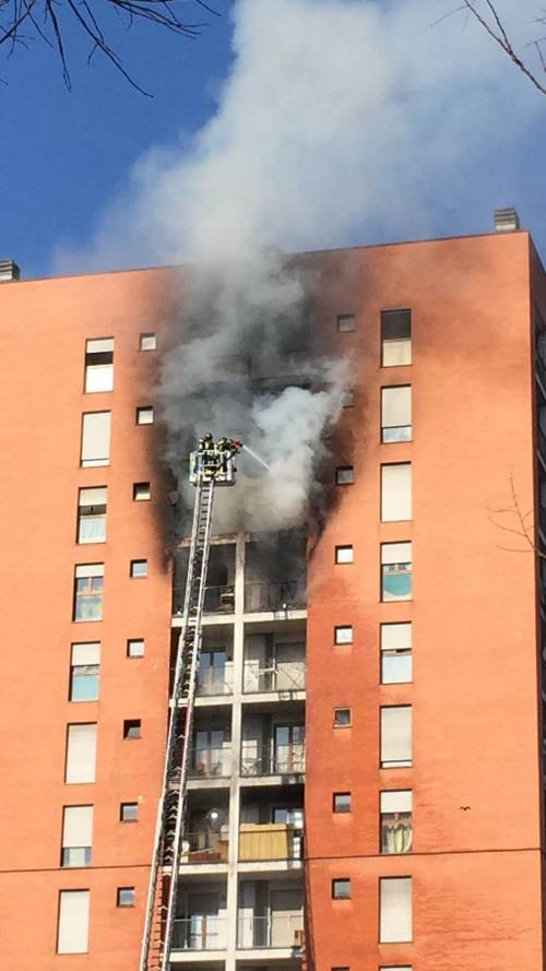 Milano, incendio a Quarto Oggiaro