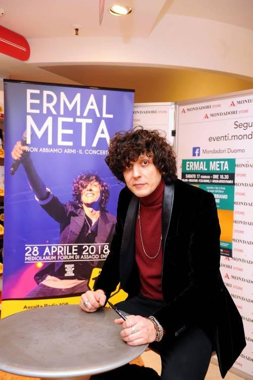 """""""Vieni a cantare al mio concerto"""", Meta trova il bimbo fenomeno"""