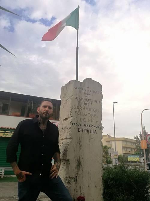 """Palermo, lo schiaffo dei centri sociali: """"Militante Fn? Se l'è cercata..."""""""