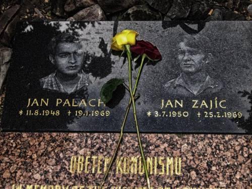 Jan Palach, cinquant'anni dopo il mondo ricorda i martiri della primavera di Praga