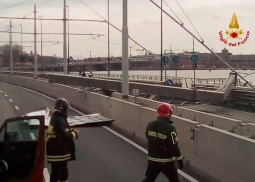 Tragedia sfiorata a Venezia: crolla un pilone del Ponte della Libertà