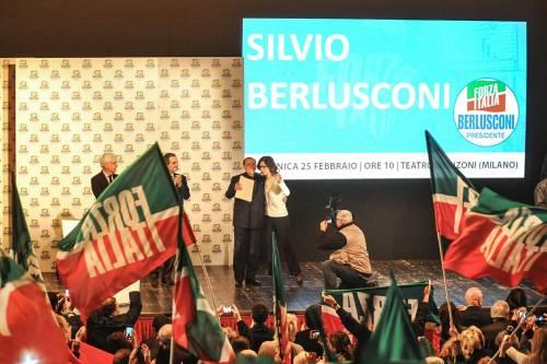 L'affetto che circonda Berlusconi a Milano 2