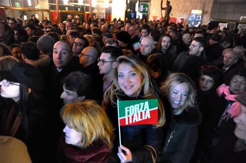 L'affetto che circonda Berlusconi a Milano 3