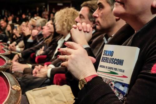 L'affetto che circonda Berlusconi a Milano 7