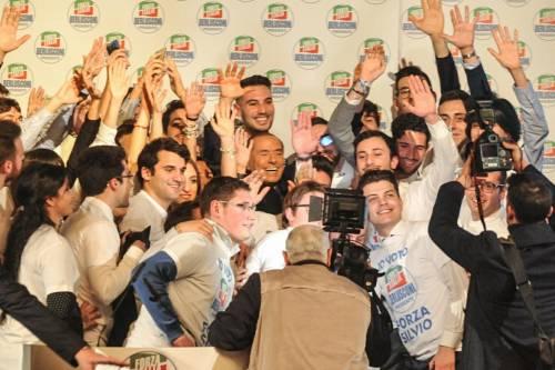 L'affetto che circonda Berlusconi a Milano 8
