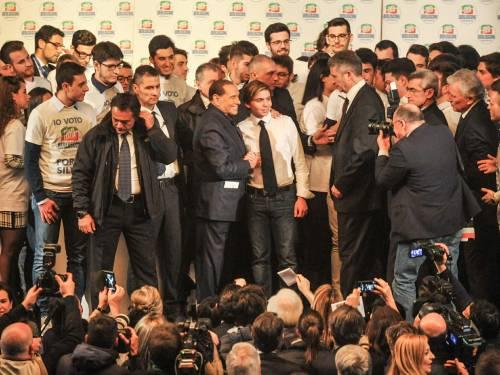 L'affetto che circonda Berlusconi a Milano 10