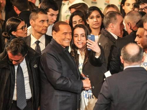 L'affetto che circonda Berlusconi a Milano 11