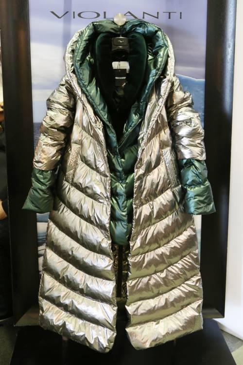 Il pret-à-porter donna dà colore e calore al freddo siberiano
