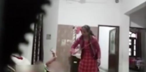 Baby sitter bastona la neonata: il video choc del pestaggio