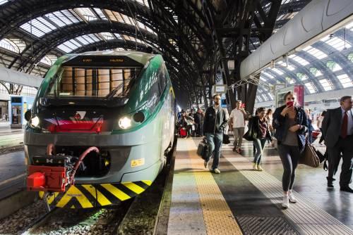 """Milano, l'annuncio sul treno: """"Zingari scendete, avete rotto"""""""