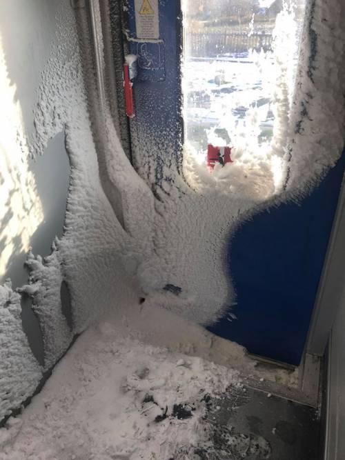 """Da Orte a Roma sul treno """"palla di neve"""":  il viaggio dei pendolari è da incubo"""