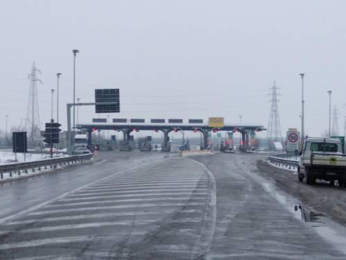 Maltempo con pioggia gelata: chiusi tratti su A1 e sulla A26