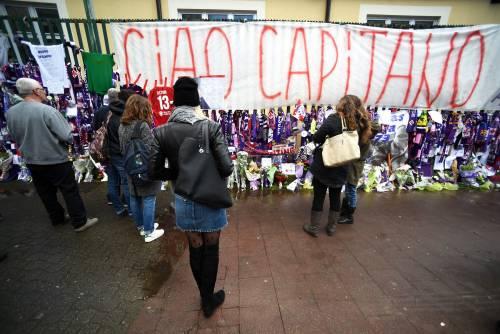 L'ultimo saluto ad Astori: i tifosi della Fiorentina in massa a Coverciano 2