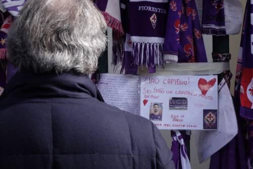 L'ultimo saluto ad Astori: i tifosi della Fiorentina in massa a Coverciano 8