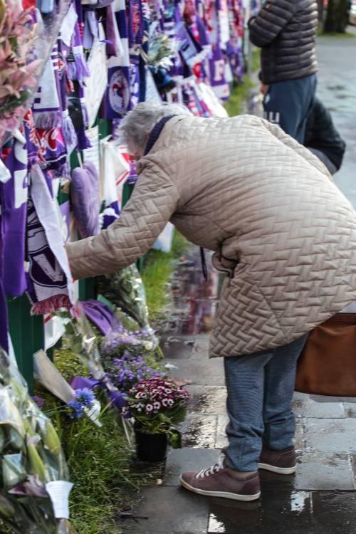 L'ultimo saluto ad Astori: i tifosi della Fiorentina in massa a Coverciano 10