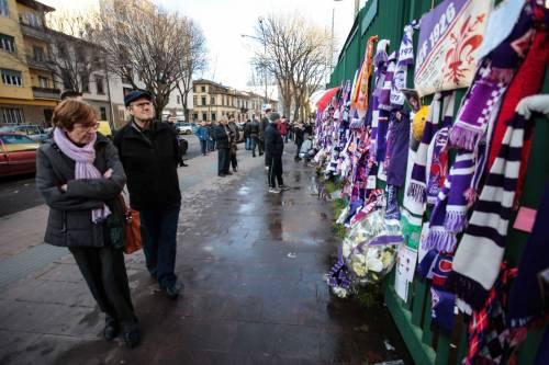L'ultimo saluto ad Astori: i tifosi della Fiorentina in massa a Coverciano 1