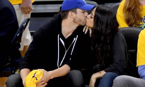 Ashton Kutcher e Mila Kunis sexy insieme 14